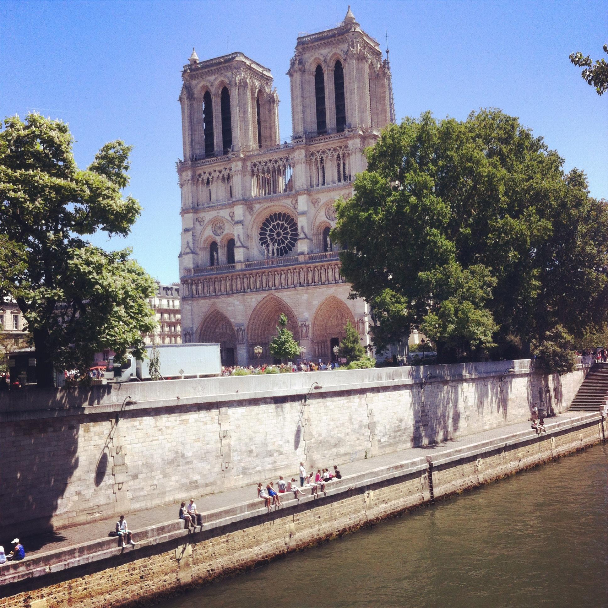 Notre Dame de Paris - Peekaboo Travel Baby - Viaggio sola