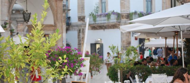 Martina Franca tra dettagli barocchi, bocconotti e palloncini colorati