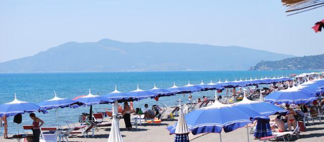 Primi timidi approcci alla vita da spiaggia + 1!