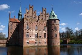 Castello di Egeskov_peekaboo in danimarca